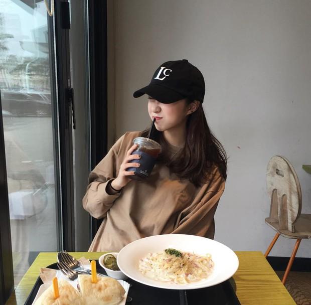Không theo style đại trà của hot girl Hàn, cô nàng này sẽ khiến bạn xuýt xoa vì cách ăn mặc hay ho không chịu nổi - Ảnh 19.