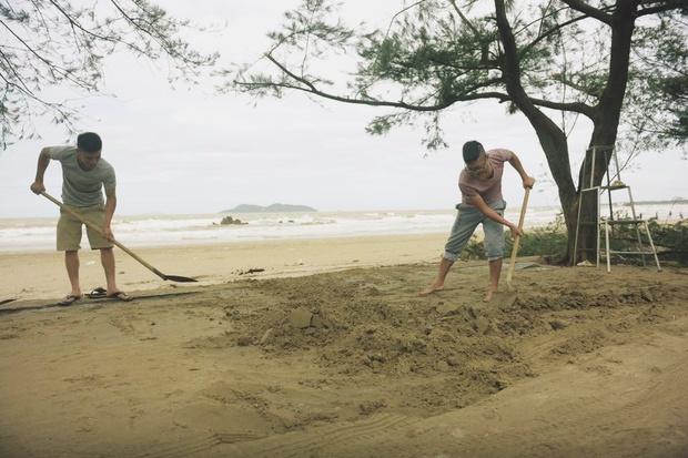 Chùm ảnh: Bãi tắm Cửa Lò tan hoang, thiệt hại nặng nề sau bão số 2 - Ảnh 7.
