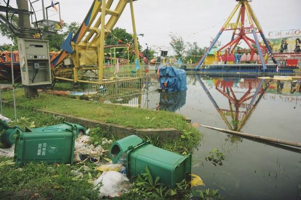 Chùm ảnh: Bãi tắm Cửa Lò tan hoang, thiệt hại nặng nề sau bão số 2 - Ảnh 3.