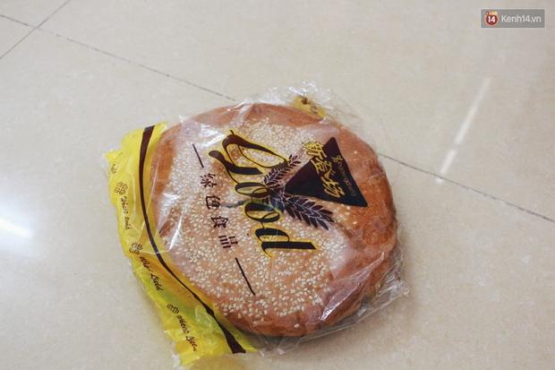 Dân mạng phát sốt với bánh Trung thu gắn mác Hong Kong, to như chiếc Pizza giá chỉ 50.000 đồng ở Hà Nội - Ảnh 5.