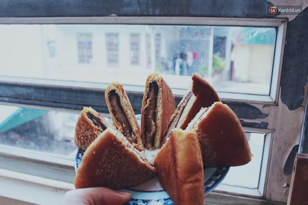 Dân mạng phát sốt với bánh Trung thu gắn mác Hong Kong, to như chiếc Pizza giá chỉ 50.000 đồng ở Hà Nội - Ảnh 6.