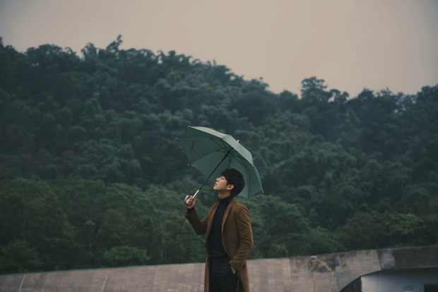 Trương Mỹ Nhân khóc nức nở trong teaser MV của Song Luân gây tò mò - Ảnh 6.