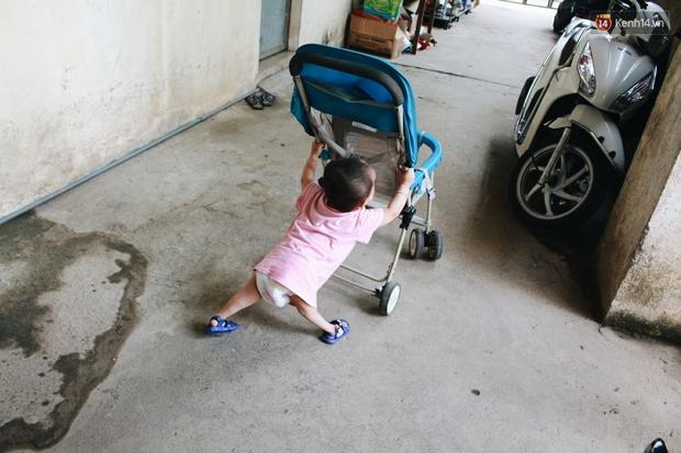 Xót xa em bé đi bằng 4 chân, phải dùng bao cao su, băng vệ sinh để làm hậu môn giả - Ảnh 5.