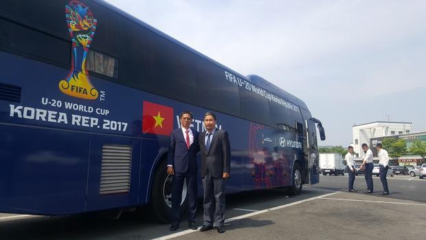 U20 Việt Nam có xe bus riêng tại VCK U20 World Cup - Ảnh 1.