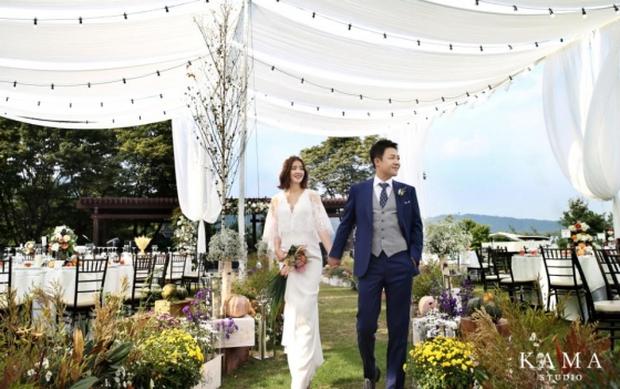 Đám cưới nữ diễn viên Vườn sao băng: Cô dâu chú rể đẹp như minh tinh trong đám cưới thần thánh - Ảnh 3.