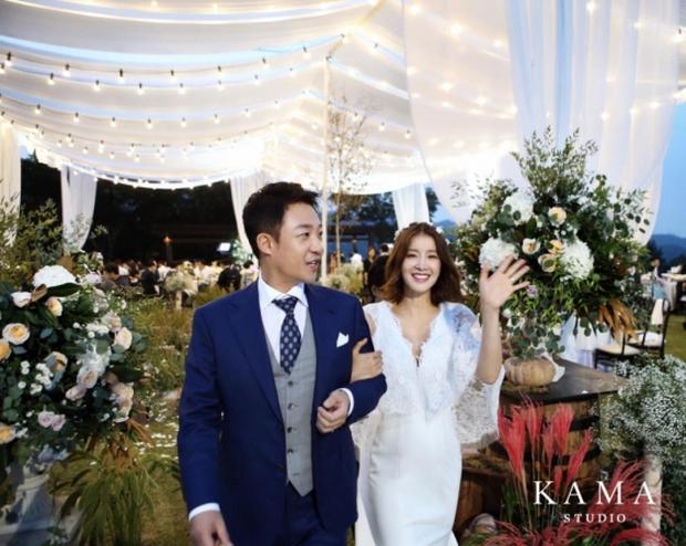 Đám cưới nữ diễn viên Vườn sao băng: Cô dâu chú rể đẹp như minh tinh trong đám cưới thần thánh - Ảnh 5.