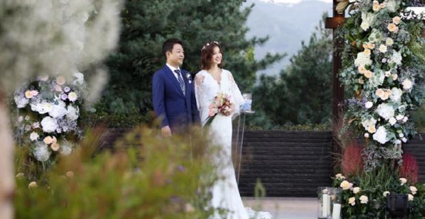 Đám cưới nữ diễn viên Vườn sao băng: Cô dâu chú rể đẹp như minh tinh trong đám cưới thần thánh - Ảnh 4.