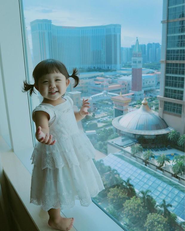 Cô nhóc Hàn Quốc dễ thương như thiên thần, ngắm ảnh chỉ muốn có con gái luôn thôi - Ảnh 2.