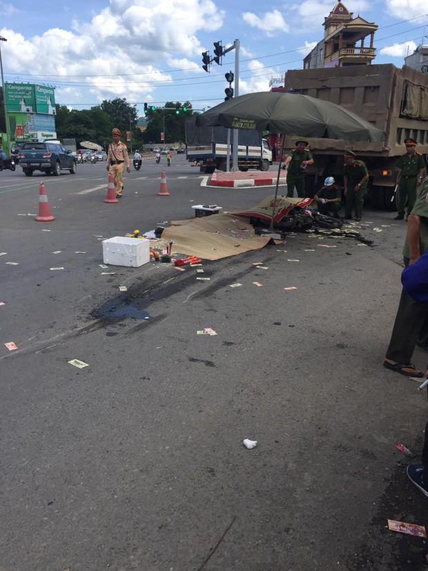 Hà Nội: Va chạm với xe tải, 3 người bị cán tử vong thương tâm - Ảnh 2.