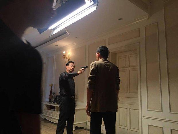 Lộ cảnh phim cuối cùng của Người phán xử: Phan Quân bắn Lương Bổng? - Ảnh 2.