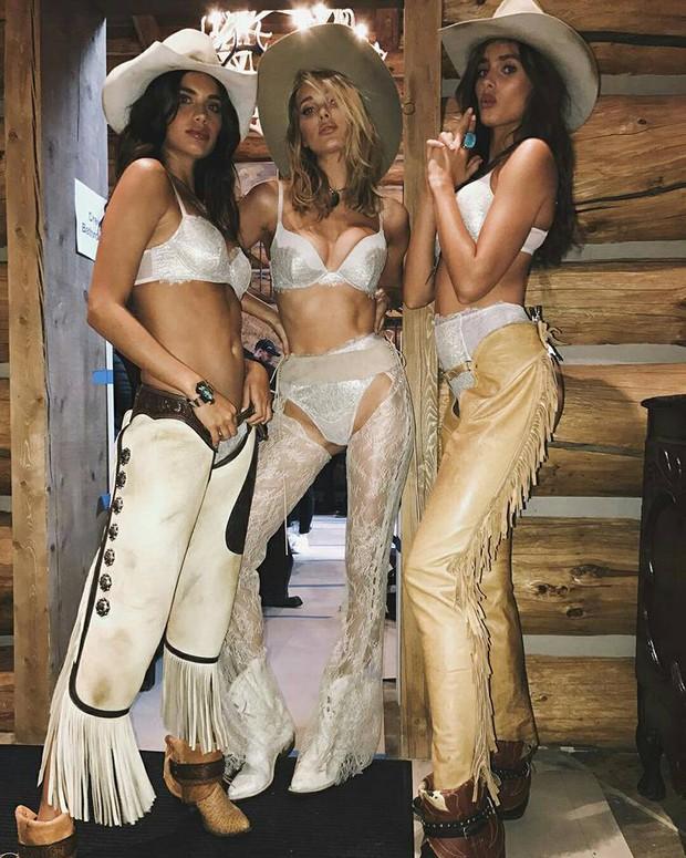 Hậu trường siêu gợi cảm của dàn mỹ nhân Victorias Secret chứng minh: Thiên thần là có thật! - Ảnh 30.