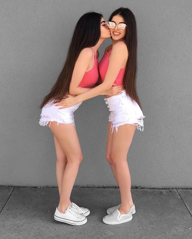 Cặp chị em sinh đôi người đẹp dáng xinh, thu hút sự chú ý của cộng đồng mạng Việt Nam - Ảnh 18.