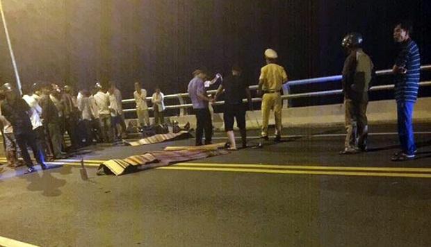 Quảng Nam: Va chạm xe máy kinh hoàng trên cầu Giao Thủy, 2 thanh niên tử vong - Ảnh 1.