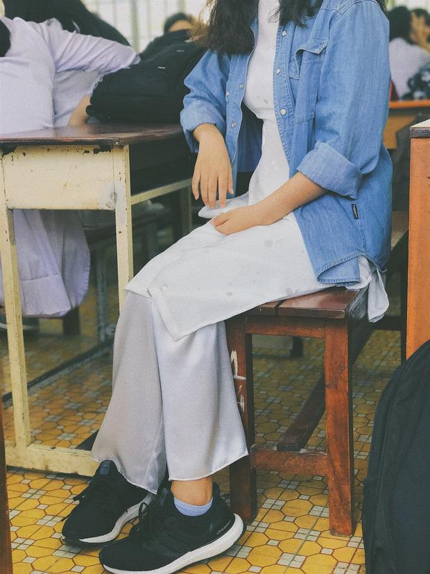 Con gái mặc áo dài, đi sneakers xinh mà, sao lại bị ném đá? - Ảnh 6.