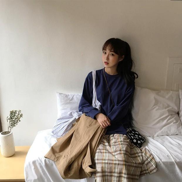 Không theo style đại trà của hot girl Hàn, cô nàng này sẽ khiến bạn xuýt xoa vì cách ăn mặc hay ho không chịu nổi - Ảnh 20.