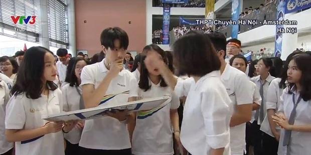 Xuất hiện vài giây trong chung kết Olympia, nam sinh trường Ams khiến các cô gái xin link bằng được - Ảnh 1.
