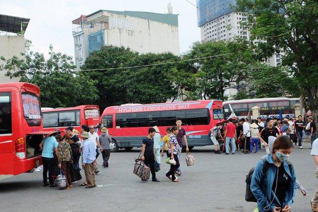 Chiều 4/9, người dân ùn ùn trở lại Thủ đô sau kỳ nghỉ lễ Quốc Khánh. Ảnh: Định Nguyễn