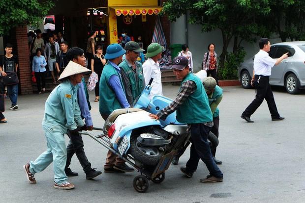 Dịch vụ chở hàng thuê tại bến xe Giáp Bát cũng khá nhộn nhịp. Ảnh: Định Nguyễn