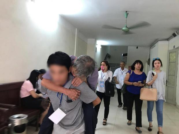 Hà Nội: Cụ ông 79 tuổi hiếp dâm bé gái bị phạt 8 năm tù - Ảnh 6.