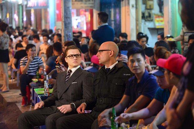 Ảnh vui: Dàn sao Kingsman 2 đến Việt Nam vừa làm nhiệm vụ, vừa xơi bún riêu, đi chơi sông nước - Ảnh 11.