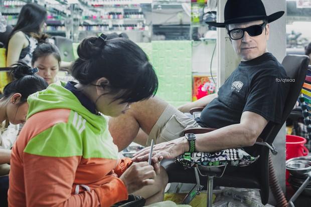 Ảnh vui: Dàn sao Kingsman 2 đến Việt Nam vừa làm nhiệm vụ, vừa xơi bún riêu, đi chơi sông nước - Ảnh 5.