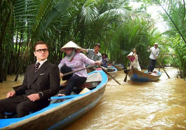 Ảnh vui: Dàn sao Kingsman 2 đến Việt Nam vừa làm nhiệm vụ, vừa xơi bún riêu, đi chơi sông nước - Ảnh 6.