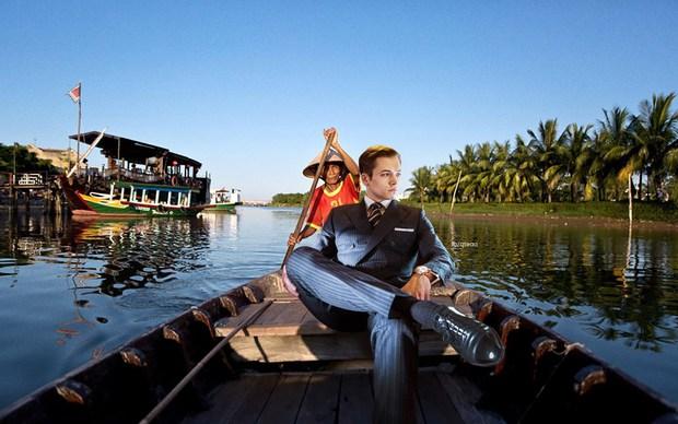 Ảnh vui: Dàn sao Kingsman 2 đến Việt Nam vừa làm nhiệm vụ, vừa xơi bún riêu, đi chơi sông nước - Ảnh 10.