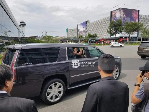 Độc quyền: The Chainsmokers được Phillip đón ngay tại chân chuyên cơ ở Tân Sơn Nhất, thân thiện vẫy tay chào fan Việt - Ảnh 12.