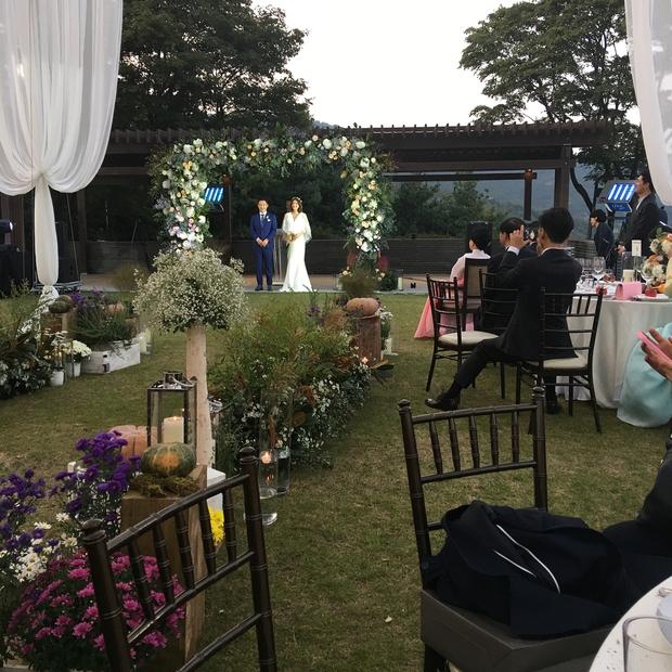 Đám cưới nữ diễn viên Vườn sao băng: Cô dâu chú rể đẹp như minh tinh trong đám cưới thần thánh - Ảnh 7.
