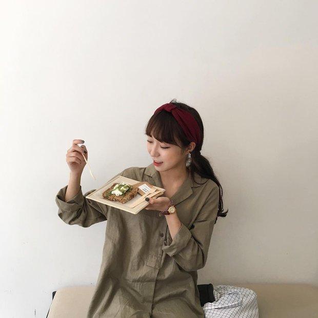 Không theo style đại trà của hot girl Hàn, cô nàng này sẽ khiến bạn xuýt xoa vì cách ăn mặc hay ho không chịu nổi - Ảnh 21.