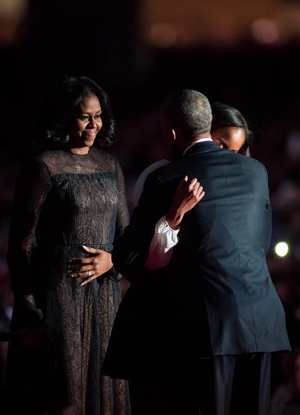 Những khoảnh khắc đáng nhớ bên vợ con của Tổng thống Obama trong 8 năm đương nhiệm - Ảnh 45.
