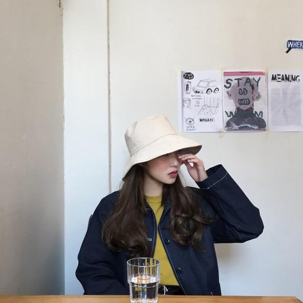 Không theo style đại trà của hot girl Hàn, cô nàng này sẽ khiến bạn xuýt xoa vì cách ăn mặc hay ho không chịu nổi - Ảnh 23.