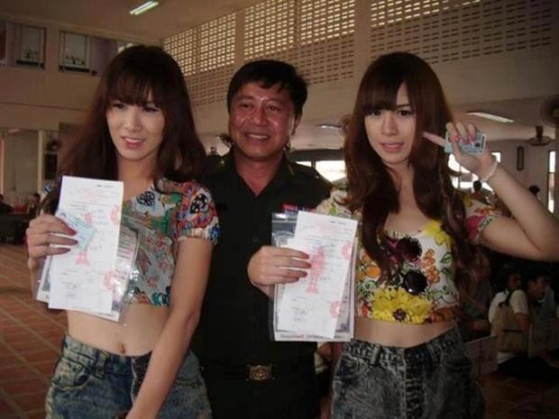 Vẻ đẹp khó cưỡng của những bóng hồng chuyển giới trong đợt tuyển nghĩa vụ quân sự Thái Lan - Ảnh 15.