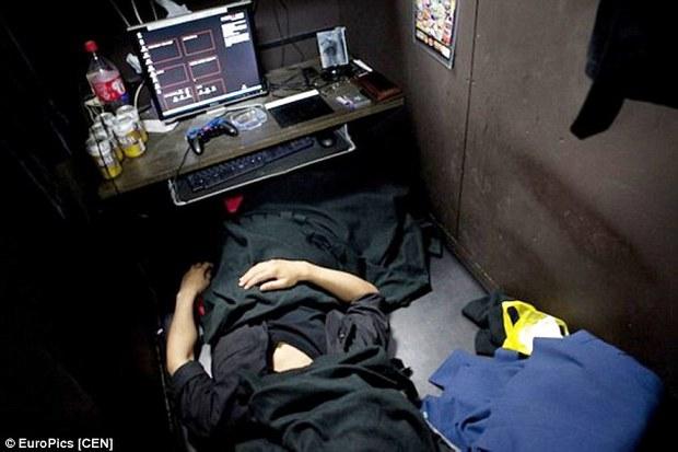 Hàng ngàn người Nhật tị nạn ở những quán net: Cánh cửa hy vọng nào mở ra cho cuộc đời họ? - Ảnh 3.