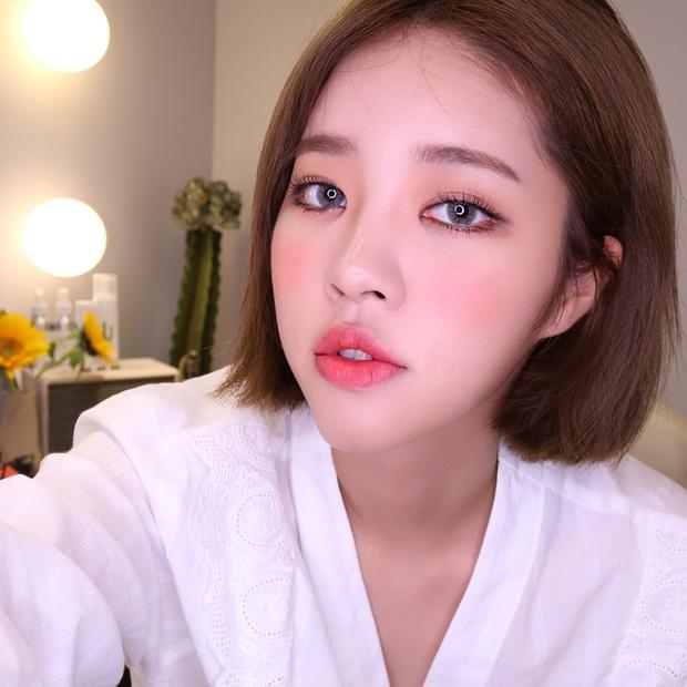 Xinh là một chuyện, các hot girl châu Á còn chăm áp dụng 5 bí kíp makeup này để có ảnh selfie thật ảo - Ảnh 7.