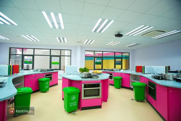 Du học tại chỗ ở Hà Nội tại ngôi trường mới toanh, sang xịn và toàn màu hồng! - Ảnh 17.