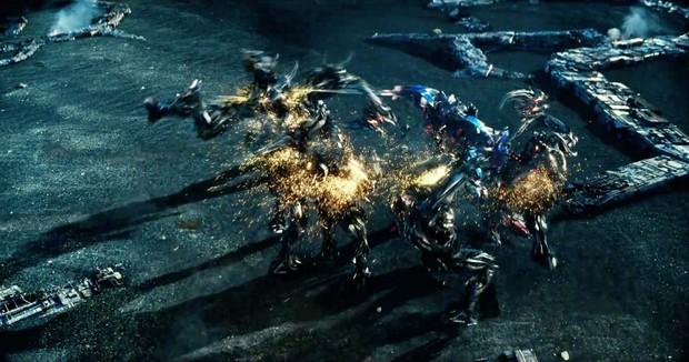Transformers: The Last Knight - Khi ông hoàng cháy nổ Michael Bay vắt óc khán giả - Ảnh 3.