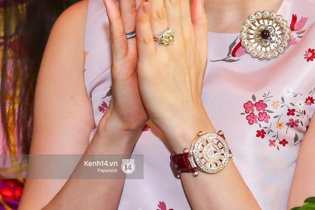 Lệ Quyên xuất hiện cùng xe hơn 20 tỷ vừa tậu, đeo đồng hồ đính kim cương đôi với chồng - Ảnh 4.