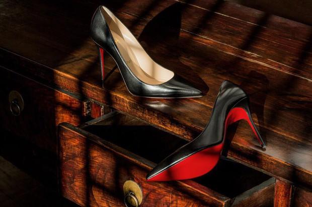 Lý do những đôi giày cao gót Christian Louboutin trứ danh lại có đế màu đỏ độc nhất vô nhị - Ảnh 2.