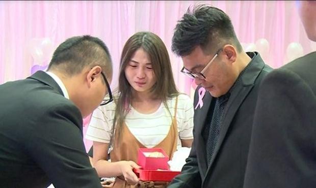 Hôn thê đang mang thai qua đời vì tai nạn giao thông, người đàn ông chung tình biến lễ viếng thành buổi lễ đính hôn - Ảnh 7.