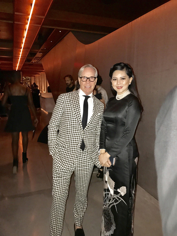 Bố mẹ chồng Tăng Thanh Hà dự tiệc thời trang chuẩn siêu sao cùng Selena Gomez - Ảnh 4.