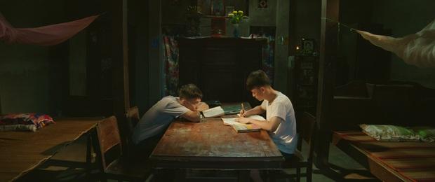 Phim đồng tính lùm xùm ăn cắp kịch bản tung trailer lãng mạn nhưng poster quê mùa - Ảnh 6.