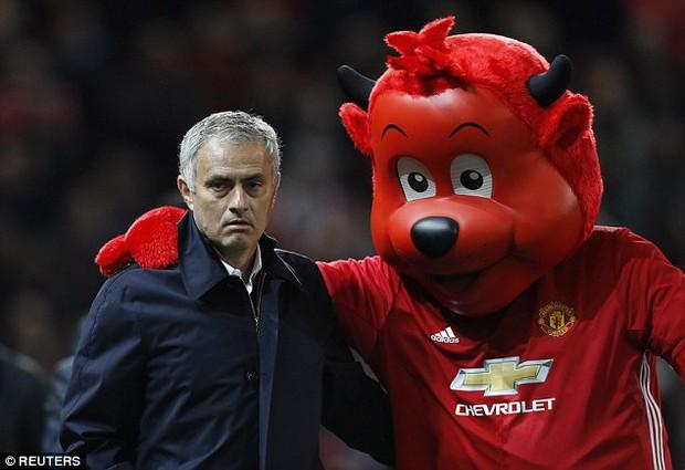 Man Utd thắng 8 trận liên tiếp: Sức mạnh tình yêu của Mourinho - Ảnh 2.