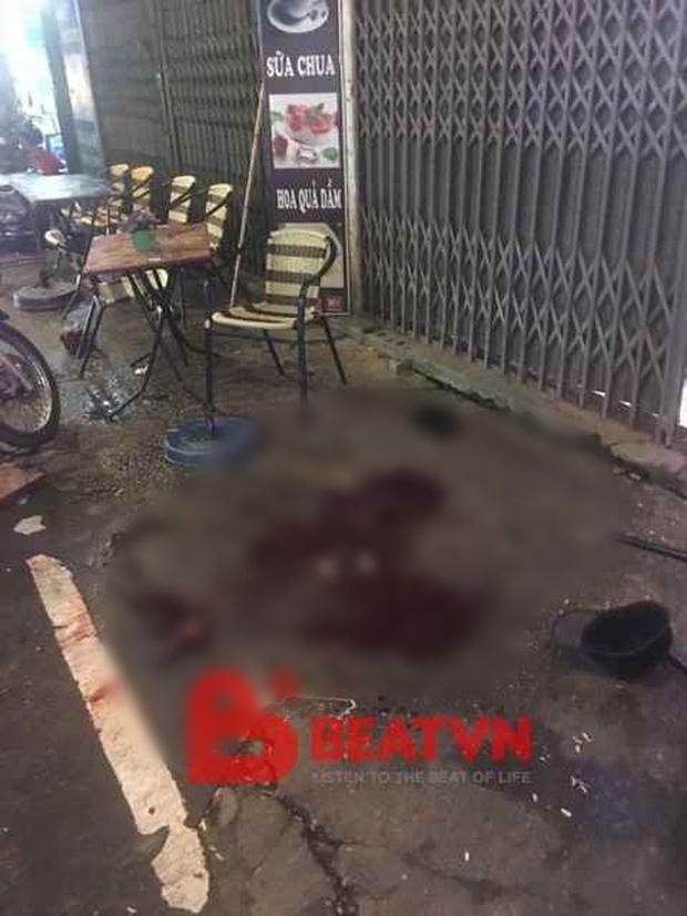 Hà Nội: Chở bạn đi chơi Trung thu, người đàn ông bị nam thanh niên đạp ngã xe, đâm gục giữa phố - Ảnh 1.