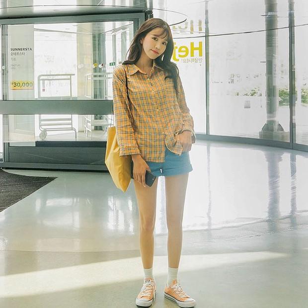 Đi học cũng nên diện đồ thật xinh, và đây là 5 kiểu áo sơmi xinh nức nở cho các nàng mùa Back To School - Ảnh 16.