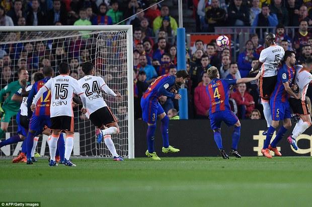 Messi lập cú đúp, Barca thắng đậm Valencia - Ảnh 3.