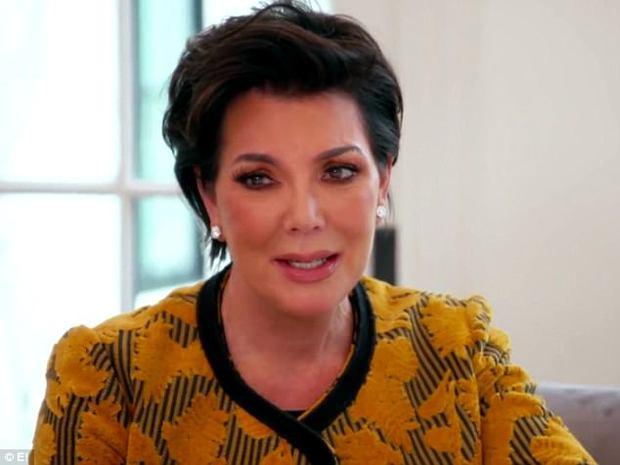 Kendall và Kylie Jenner xấu hổ ngăn người bố chuyển giới chụp hình khỏa thân - Ảnh 3.