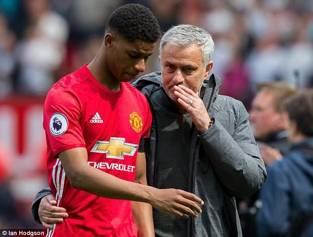 Mourinho hãy thôi lèm bèm, nhìn Sir Alex Ferguson mà học - Ảnh 2.