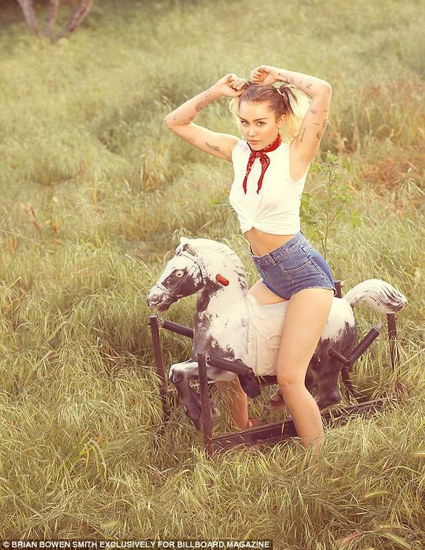Tái hợp Liam, Miley Cyrus nổi loạn năm nào giờ đằm thắm và đáng yêu bất ngờ! - Ảnh 6.