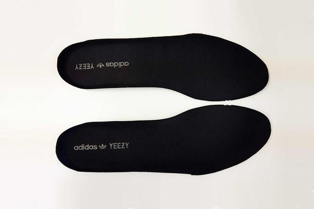 Giày Yeezy 350 có rất nhiều hàng fake, bạn đã biết cách phân biệt chưa? - Ảnh 6.